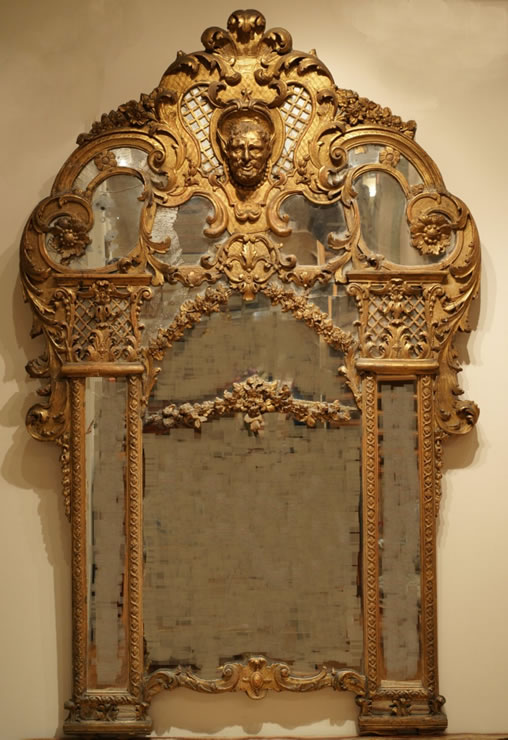 Regence carved and gilded mirror