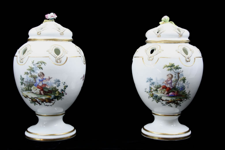 Pair of Vincennes Pots Pourri Pompadour